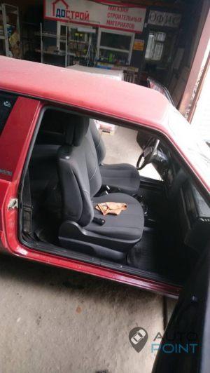 VAZ_2108_with_seats_Renault_Megane_d03