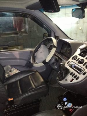 Mercedes_Vito_with_seats_Audi_A4_d04