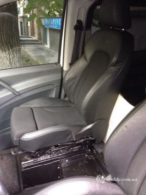 Mercedes_Vito_with_seats_Audi_Q5_d03