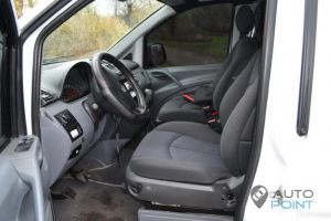 Mercedes_Vito_with_seats_Mercedes_E211_d01