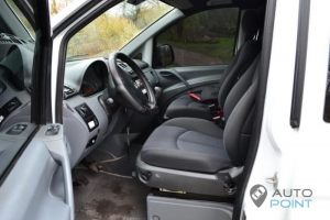 Mercedes_Vito_with_seats_Mercedes_E211_d02