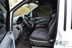 Mercedes_Vito_with_seats_Mercedes_E211_d03