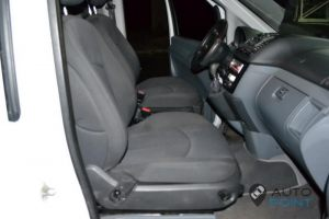 Mercedes_Vito_with_seats_Mercedes_E211_d05
