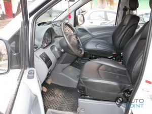 Mercedes_Vito_with_seats_Mercedes_W211_d01
