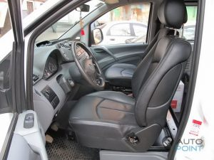 Mercedes_Vito_with_seats_Mercedes_W211_d02