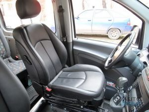 Mercedes_Vito_with_seats_Mercedes_W211_d03