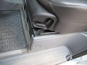 Mercedes_Vito_with_seats_Mercedes_W211_d05