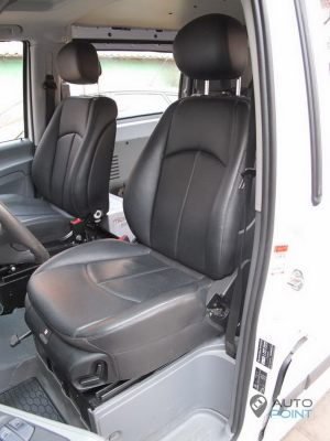 Mercedes_Vito_with_seats_Mercedes_W211_d06