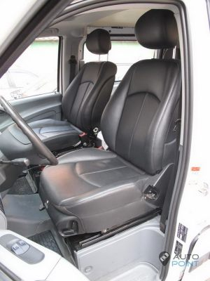 Mercedes_Vito_with_seats_Mercedes_W211_d07