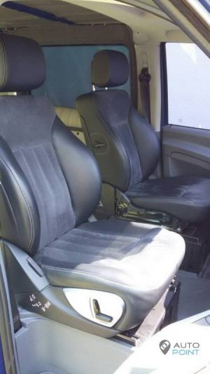 Mercedes_Vito_with_seats_Mercedes_R_class_d02