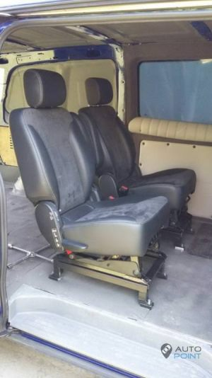 Mercedes_Vito_with_seats_Mercedes_R_class_d04