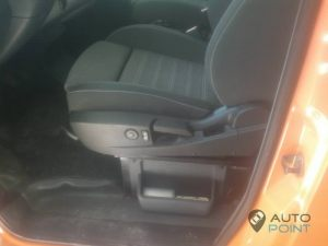 Mercedes_Vito_with_seats_Opel_Insignia_d01
