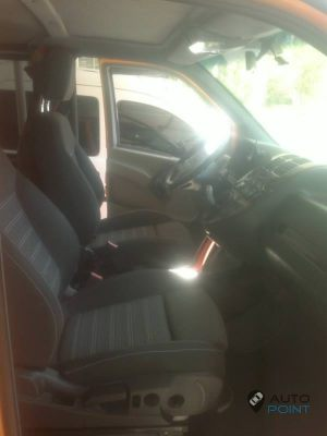 Mercedes_Vito_with_seats_Opel_Insignia_d05