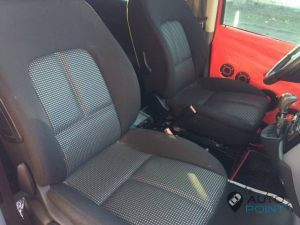 Mercedes_Vito_with_seats_Peugeot_307_d01