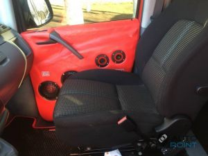 Mercedes_Vito_with_seats_Peugeot_307_d03