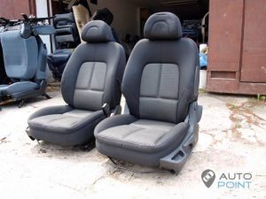 Mercedes_Vito_with_seats_Peugeot_307_d07