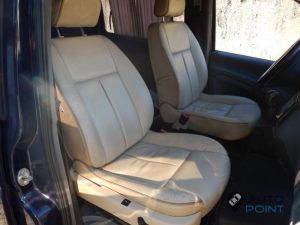 Mercedes_Vito_with_seats_Peugeot_607_d01