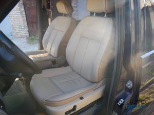 Mercedes_Vito_with_seats_Peugeot_607_d02