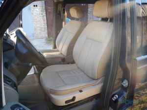 Mercedes_Vito_with_seats_Peugeot_607_d04