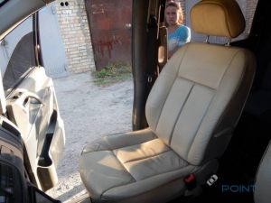 Mercedes_Vito_with_seats_Peugeot_607_d05