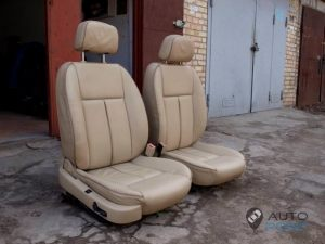 Mercedes_Vito_with_seats_Peugeot_607_d08