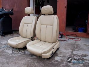 Mercedes_Vito_with_seats_Peugeot_607_d09