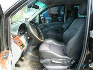 Mercedes_Vito_with_seats_Renault_Laguna_d01