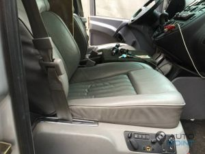 Mercedes_Vito_with_seats_VW_Phaeton_d01