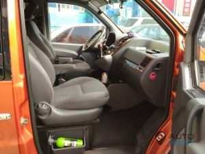 Mercedes_Vito_with_seats_VW_Sharan_1_d01