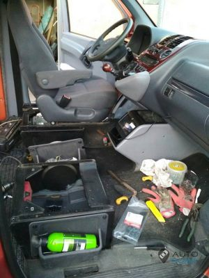 Mercedes_Vito_with_seats_VW_Sharan_1_d07