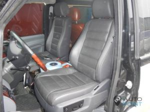 Mercedes_Vito_with_seats_VW_Touareg_d01