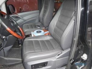 Mercedes_Vito_with_seats_VW_Touareg_d02