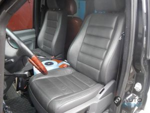Mercedes_Vito_with_seats_VW_Touareg_d03