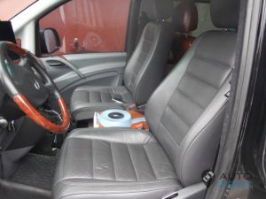 Mercedes_Vito_with_seats_VW_Touareg_d06