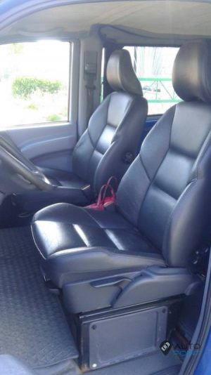 Mercedes_Vito_with_seats_Volvo_S60_d02