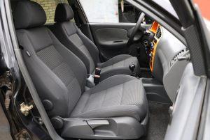 Daewoo_Lanos-seats_VW_Golf-5_d01