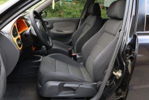 Daewoo_Lanos-seats_VW_Golf-5_d02