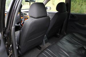 Daewoo_Lanos-seats_VW_Golf-5_d03